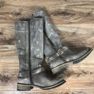Gorgeous Gray Matisse Distressed Leather Boots